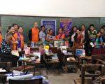 圖: 愛市獅會所捐書籍分發到菲律賓巴克勞市的學校。(愛市獅會提供)