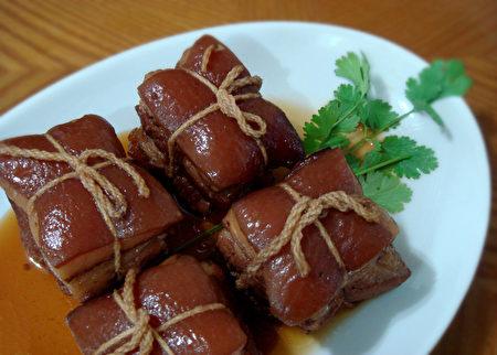 圖:東坡肉是一道紅燒豬肉,帶有酒香、肥而不膩的美味佳餚。(彩霞/大紀元)