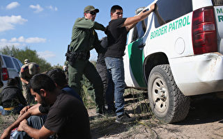 美國土安全部2月21日公布2個總統行政令執行細則,加大力度逮捕及遞解非法移民。一時之間,非法移民成為各界關注焦點。(John Moore/Getty Images)