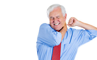 這位責任重的男人有脖子或肩膀痠痛的苦惱。(Fotolia)