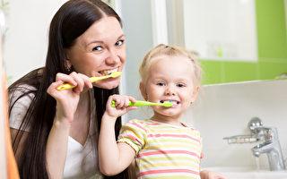 英国著名牙医马基斯(Richard Marques)表示,人们每天应该在早晚各刷一次牙,以保持口腔清洁。一般情况是用冷水刷牙,而有敏感性牙齿者,则可以使用温水。(Fotolia)