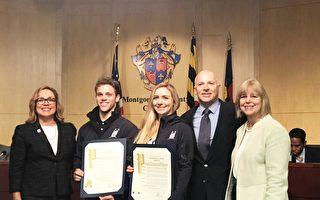 蒙郡議員福洛琳(Nancy Floreen)和納瓦羅(Nancy Navarro) 為帕森斯兄妹頒發褒獎。從左至右為: 納瓦羅(Nancy Navarro)﹑麥克爾‧帕森斯(Michael Parsons )﹑雷切爾‧帕森斯(Rachel Parsons )﹑理查德‧帕森斯(Richard Parsons)﹑福洛琳(Nancy Floreen)。(亦平/大紀元)