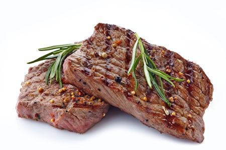 睡前如果吃了肉类食品,你的内脏就没法好好休息了。(Shutterstock)