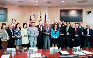 5月2日,馬里蘭州蒙哥馬利郡議會慶祝亞裔月,為當地部分優秀團體代表頒獎。 (石青雲/大紀元)
