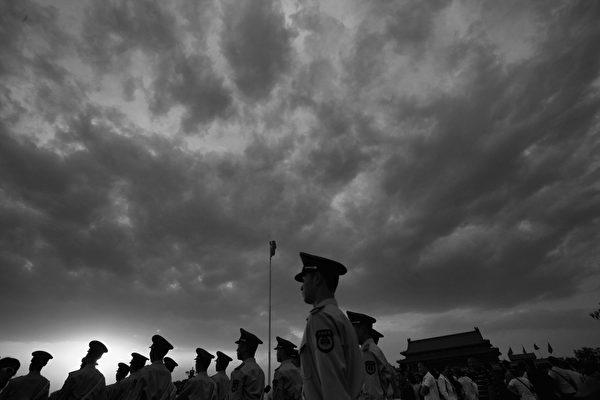 江派曾長期掌控的中共武警部隊近期不斷被清洗,十多名高級將領被查。(Feng Li/Getty Images)