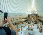 从23日开始为期一个月,只要到曼哈顿下城,就有机会一睹举世闻名的传世巨作。 (Drew Angerer/Getty Images)