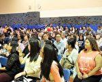 约5百民众出席当晚社区会议。(温文清/大纪元)