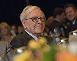 美国著名投资大亨巴菲特的Bershire Hathaway公司同意出资4亿加元购买多伦多房贷公司的股票 。图为巴菲特。(NICHOLAS KAMM/AFP/GettyImages)