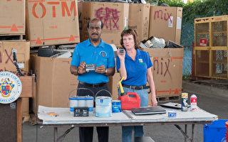 蒙郡郡長萊格特7月21日到Shady Grove器材處理和中轉站,呼籲民眾不要亂扔生活垃圾,以免夏季炎熱起火。(石青雲/大紀元)