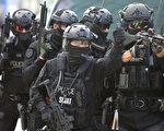 从本周一(8月21日)开始,美国和韩国举行为期10天的年度联合军事演习。图为韩国特警当日也参加了在韩国高阳市的Kintex进行的这次联合演习。 (Chung Sung-Jun/Getty Images)