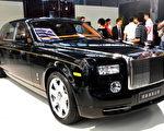 世界上最贵的车是劳斯莱斯,对于许多人来说,即使拿一条胳膊和一条腿来换,可能也换不起。(VCG/VCG via Getty Images)