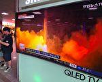 朝鲜上个月试射两枚洲际弹道导弹(ICBM),一项研究报告说,过去两年平壤可能从俄罗斯或乌克兰的黑市,获得ICBM的关键部件火箭引擎。(JUNG YEON-JE/AFP/Getty Images)