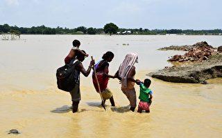 南亞洪水肆虐 800多人死 逾2400萬人受災