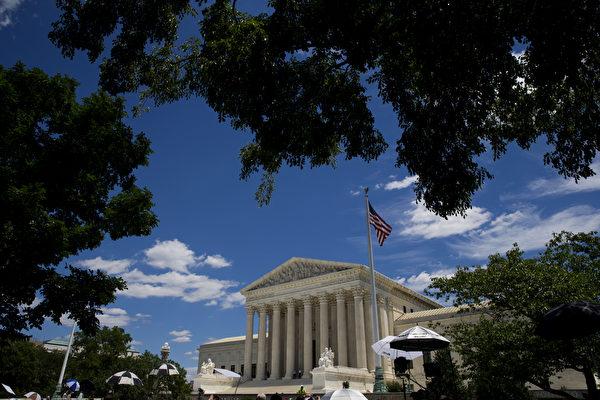 美国最高法院大法官肯尼迪已经发布一份临时命令,允许川普(特朗普)政府暂时维持对难民的限制政策。 ( Eric Thayer/Getty Images)