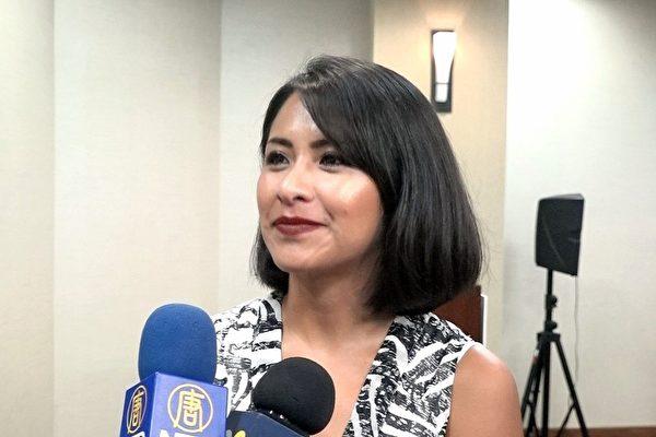 8岁随父母来到美国的墨西哥裔DACA受益人艾丽阿娜·佩雷斯(Iliana Perez)正在攻读博士学位,并试图创业。(王姿懿/大纪元)