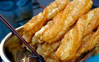 金黄酥脆的油条是华人忘不了的传统好味道。(维基百科公有领域)