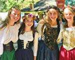 复古装扮的少女们。(林乐予/大纪元)