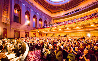 1月27日,神韵纽约艺术团在圣路易斯皮博迪歌剧院(Peabody Opera House)为当地观众带来两场精彩演出。图为27日下午座无虚席的剧场。(陈虎/大纪元)