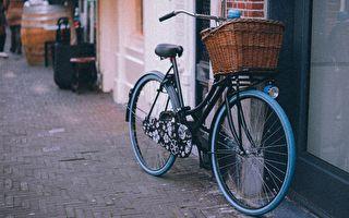 流浪漢忍飢賣僅有自行車助人 獲意外回報