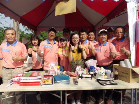 崙背狮子会在会长陈维祥(左三)号召下也参与了这次活动!