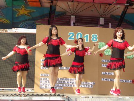 旧庄社区妈妈精彩的土风舞表演。