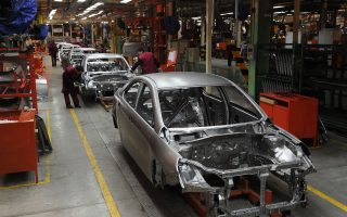 中共刺激未奏效 2月份汽車銷量第8個月下滑