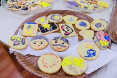 「家安幼兒園」小朋友現場烘焙可愛又可口的「爺奶餅」。