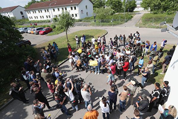 德国正式启动难民管理中心 加速审批程序