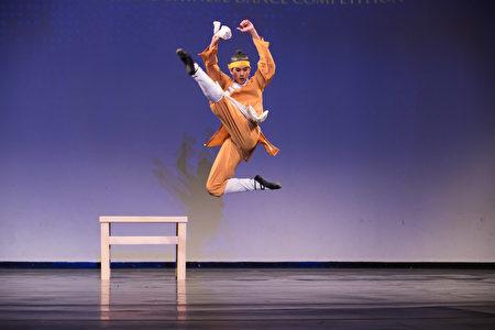 组图:中国舞大赛 青年男子组金奖选手风采