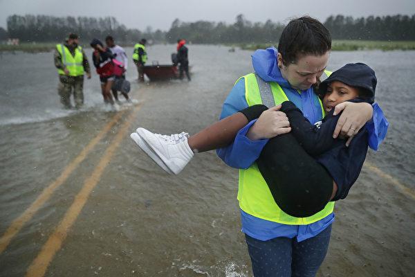 佛羅倫斯致11人死 洪水災害將持續數日