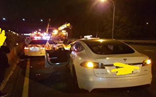 台首例 特斯拉開啟自動駕駛出包 撞毀2警車