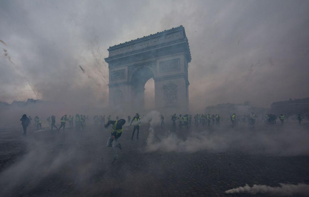 12月1日,「黃背心」運動再次在法國造成巨大騷亂,並蔓延到鄰國比利時。(Veronique de Viguerie/Getty Images)
