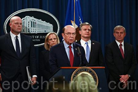 2019年1月28日,美國商務部長羅斯(Wilbur Ross,前排)聯合代理司法部長Matthew Whitaker(後排左一)、國土安全部長Kirstjen Nielsen(後排左二)、FBI局長Christopher Wray(後排右二)在白宮共同舉行新聞發佈會,發起對華為的調查。(Charlotte Cuthbertson/大紀元)