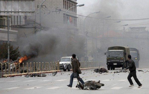 2008年3月,藏人反抗中共暴政遭殘酷鎮壓。(法新社)