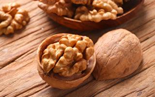 核桃薏仁粥,可以健脑、改善记忆力,延缓失智症的发生。(Shutterstock)