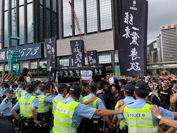 戈壁東:七一之殤 被非法佔領的香港在風雨中哭泣