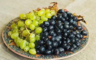 葡萄连皮吃最好?夏天4种食物别吃错