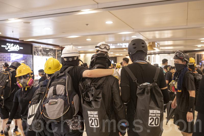 【8.24反送中組圖】港警清場 示威者並肩對抗