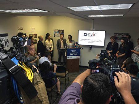 8月12日紐約市移民社區響應聯邦「公共負擔」新規並提醒移民注意事項。