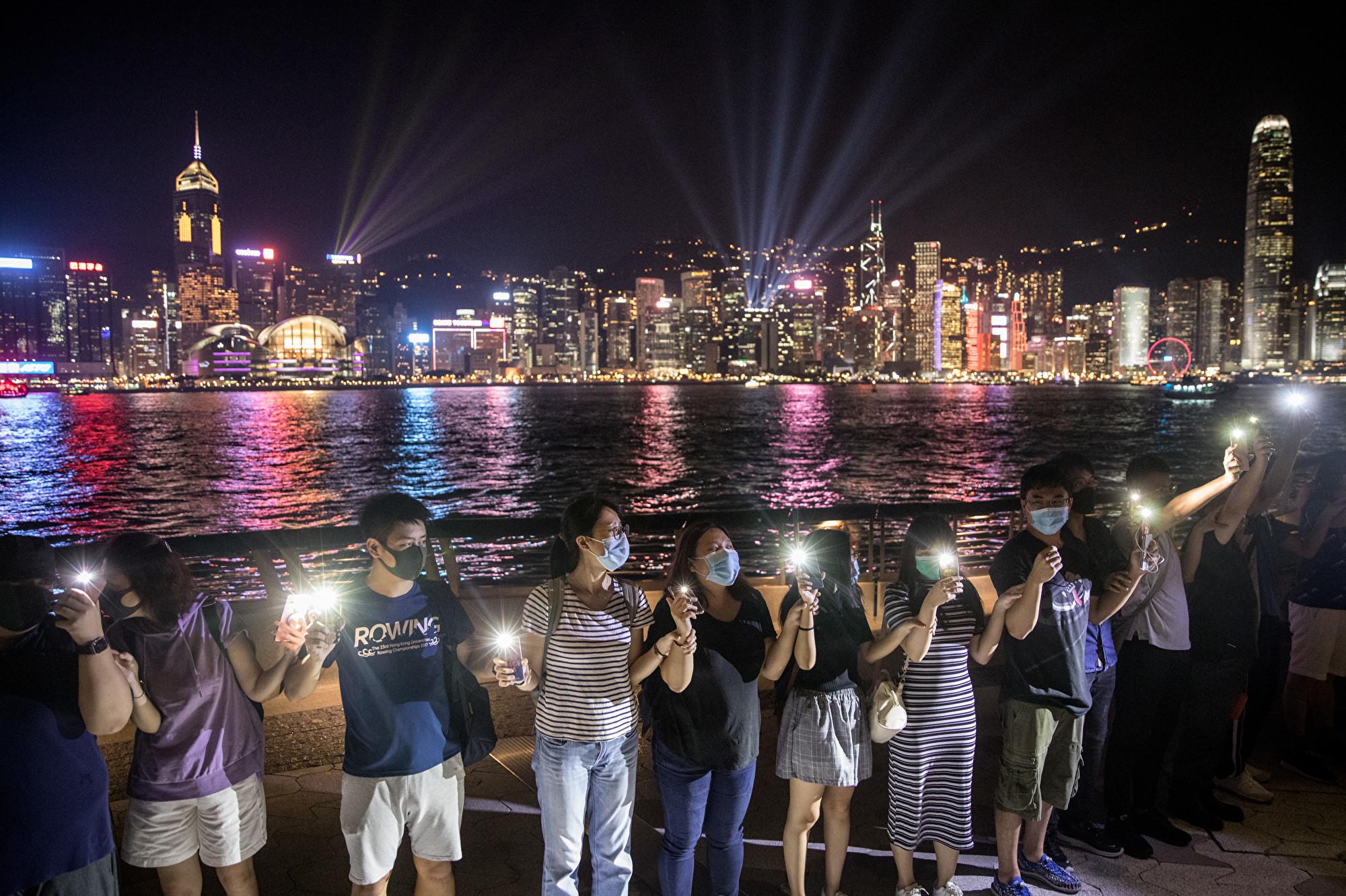【8.23反送中組圖】攜手同心 萬人共築40公里「香港之路」