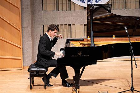 钢琴大赛金奖得主:传统音乐是最纯净音乐