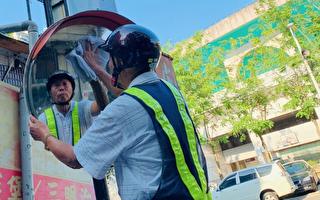 馬路天使 77歲老翁8年擦淨15萬面反光鏡