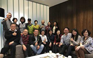 圖:大溫哥華台灣僑胞舉辦研討會,邀請年輕人暢談時局世事,傾聽他們的想法與建議。圖為部分與會者合影。(邱晨/大紀元)