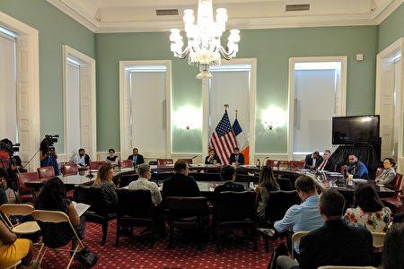 市议会2日举行公听会,讨论立法禁止市民卡(IDNYC)加装智慧晶片(Smart Ship)。