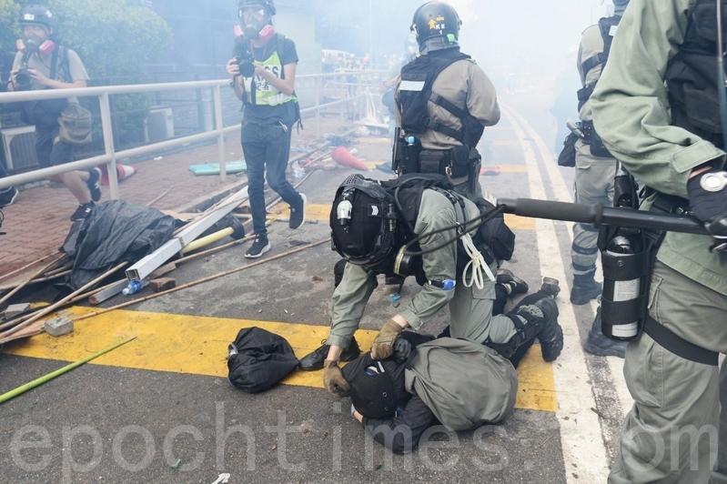 羅傑斯:香港危急狀況是港府一手造成