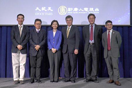 圖為所有參加「決戰2020時事論壇」的嘉賓,左起:章天亮、陳破空、方菲、王維正、程曉農、樓新躍。(大紀元)