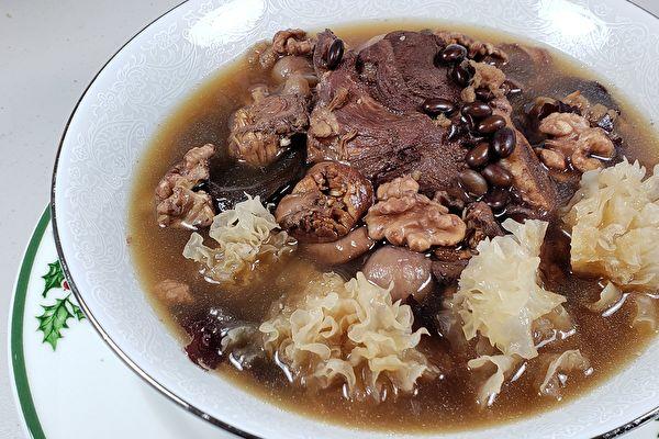 【梁厨美食】黑豆雪耳帆立贝炖汤