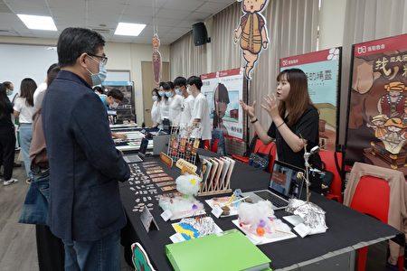 中原大学广告行销服务举办课程发表会,呈现为公益团体设计网页、心测游戏、实体活动。