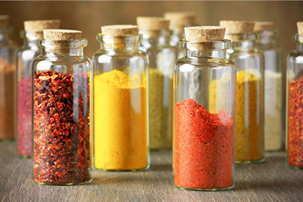 保存干燥类香辛料,最重要的是存放于密闭容器,并置于干燥阴凉处。(Shutterstock)