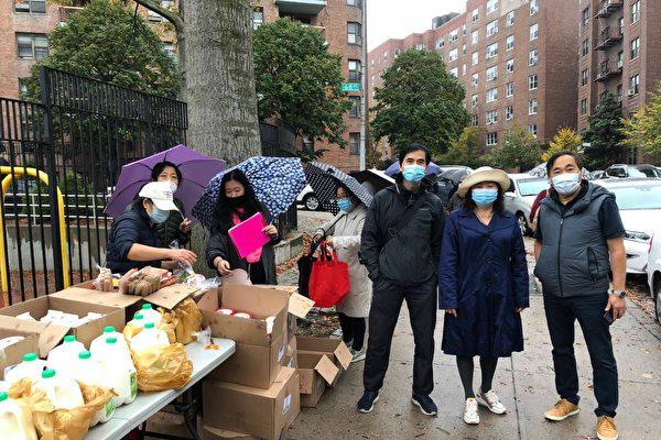 亞裔社區組織在森林小丘免費派發食品